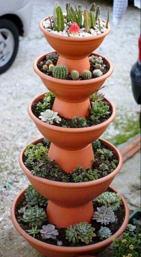Taman Vertikal DIY dari Pot Berbagai Ukuran