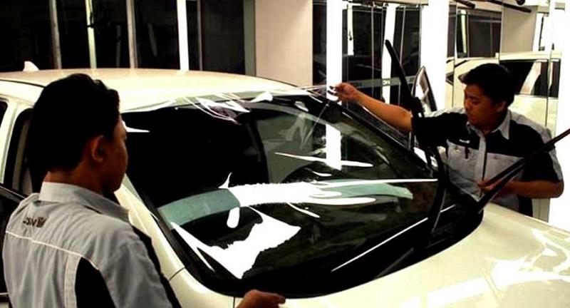 biaya memperbaiki kaca mobil retak