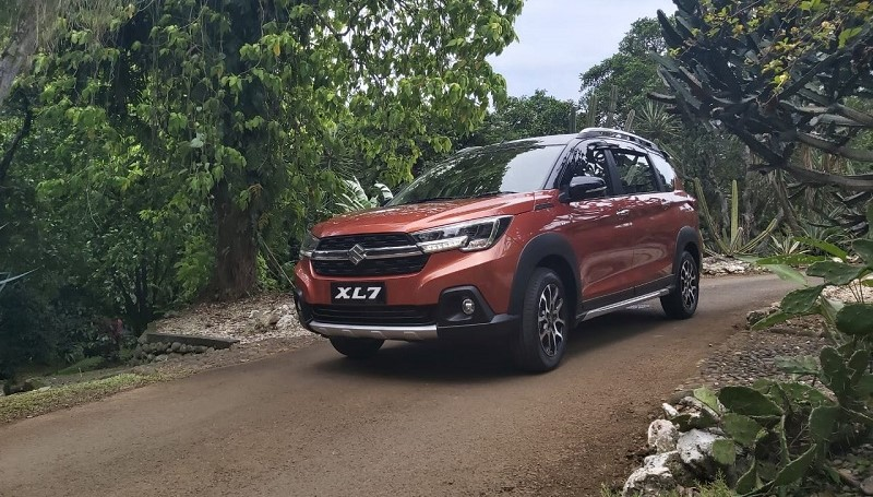 mobil SUV murah - Suzuki XL7